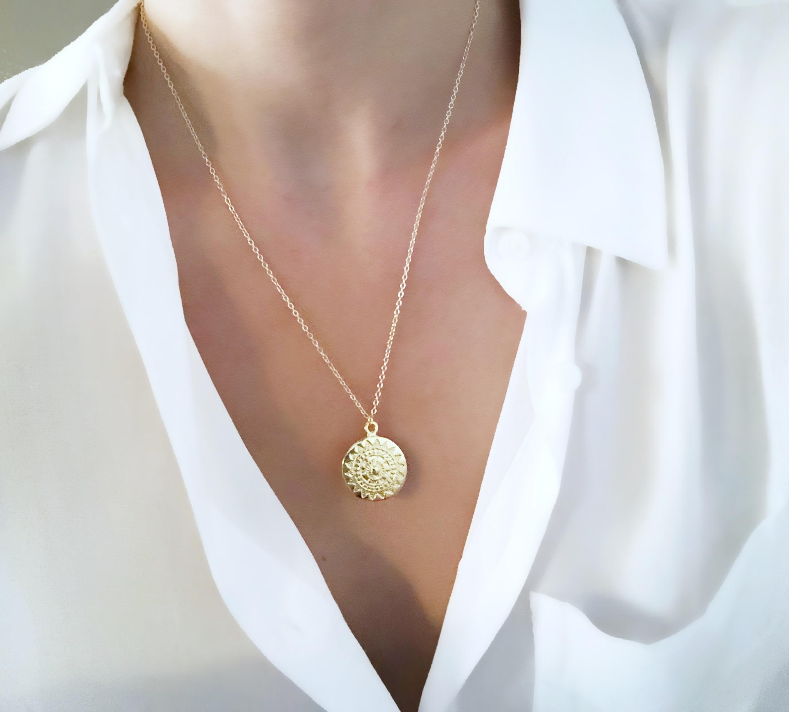 vente professionnelle 2019 authentique bien Collier médaille or